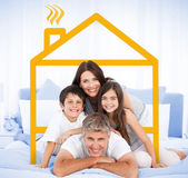 Happy familly looking at the camera — Stock Photo