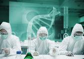 Científicos que trabajan en protector suite con interfaz futurista — Foto de Stock