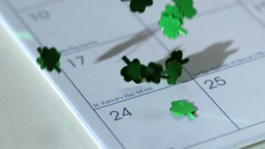 Shamrock confetti falling on calander — Stock Video