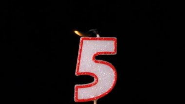 Five birthday candle flickering and extinguishing on black background — Stock Video