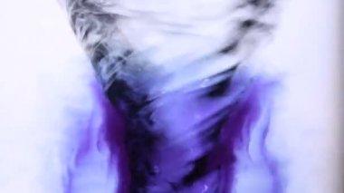 Blauwe inkt zwenken in water whirlpool — Stockvideo