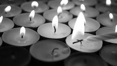 Candles at the alter in black and white — Stock Video