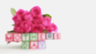 Mothers day message spelled in blocks — Stock Video