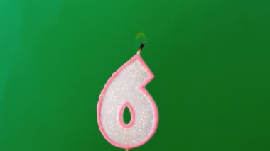 Six birthday candle flickering and extinguishing on green background — Stock Video