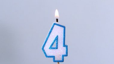 Four birthday candle flickering and extinguishing on blue background — Stock Video