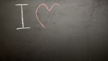 I love my mum message appearing drawn on blackboard with chalk — Stock Video