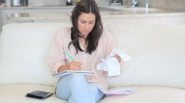 Video of woman calculating receipts — 图库视频影像
