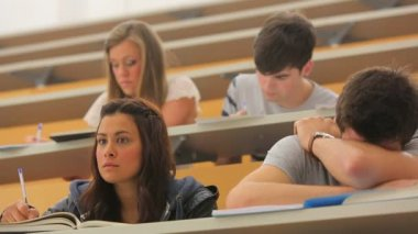 Students sitting at the lecture hall — Stock Video