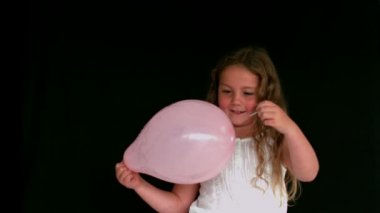 Girl popping a balloon — Stock Video