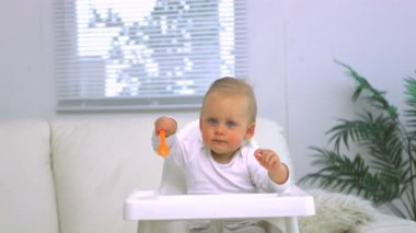 Baby tapping his spoon — Vídeo Stock