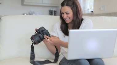 Video of woman viewing photos in photo camera — Stock Video