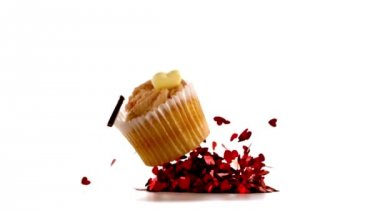 Valentines cupcakes falling on piles confetti — Stock Video