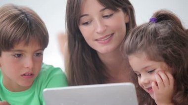 Mother and her children using tablet pc together — Stock Video
