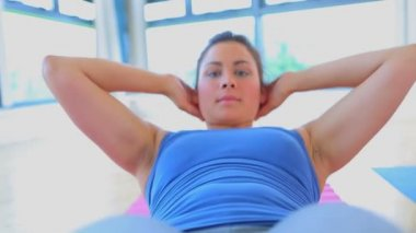Video of woman doing sit-ups — Stock Video