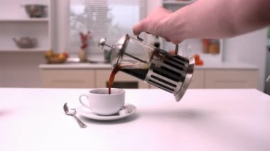 Man pouring coffee into cup — Stock Video