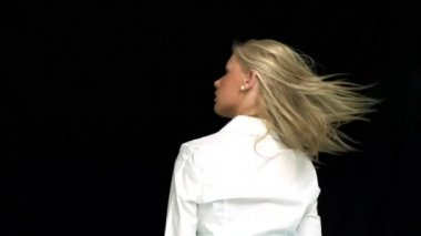 Blonde taking her hair down rear view — Stock Video
