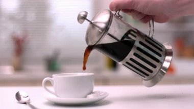 Coffee being poured from cafetiere — Stock Video