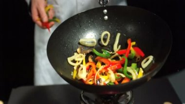 Chef tossing mixed vegetables in wok — Stock Video