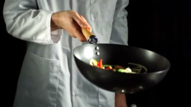 Chef tossing vegetable stir fry in wok — Stock Video