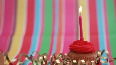 Candle on birthday cupcake blown out — Stock Video