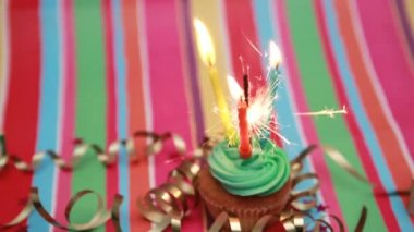 Birthday cupcake with sparkler and candle — Stock Video