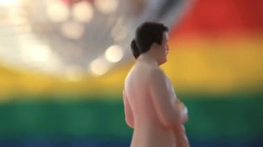 Gay groom cake toppers revolving with disco ball — Stock Video