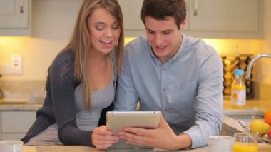 Couple using video chat on tablet pc — Stock Video