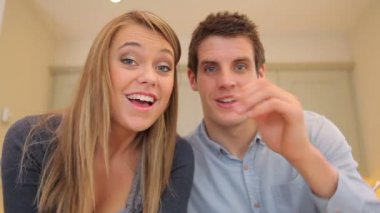 Couple waving and talking at video chat — Stock Video