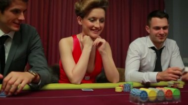 Woman looking at her poker hand — Stock Video