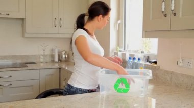 Woman recycling plastic bottles — Stock Video