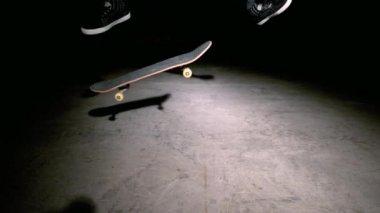 Skater doing double kickflip trick — Stock Video