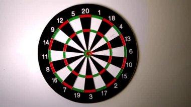 Dart hitting a bulls eye on dart board — Stock Video