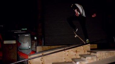 Skater doing dipped ollie down steps — Stock Video