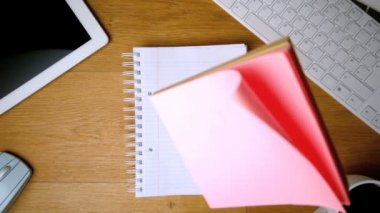 Pink post its falling on notepad on office desk — Stock Video