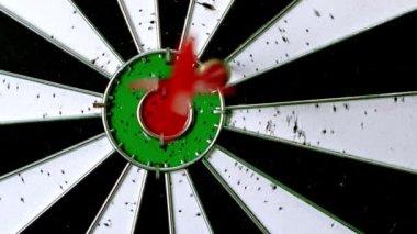 Dart raken dartboard — Stockvideo
