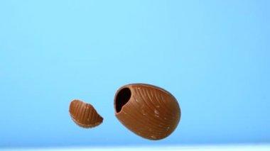 复活节彩蛋贬值而蓝色背景 — 图库视频影像
