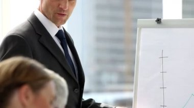 Confident businessman giving presentation of a graph — Stockvideo