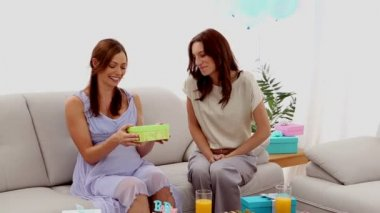 Expectant mother receiving present from friend — Stock Video
