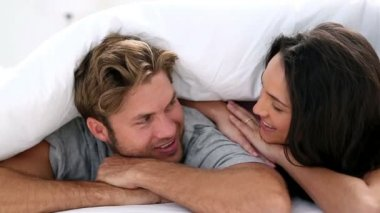 Attractive couple cozy under the covers — Vidéo