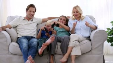 Happy family playing video games at home — Stock Video