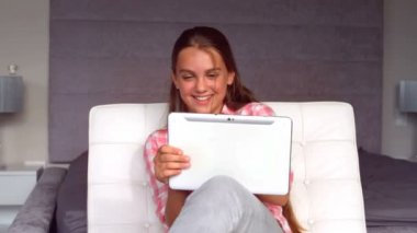 Girl using a tablet — Stock Video