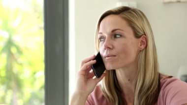Blonde woman on the phone — Stok video