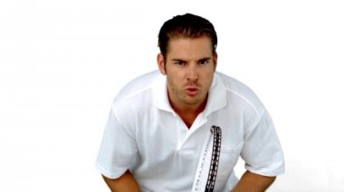 Tenis oynayan oyuncu konsantre — Stok video