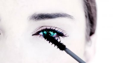 Blue eyed woman making up with mascara — Wideo stockowe