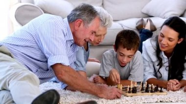 Extended family playing chess together — Stock Video
