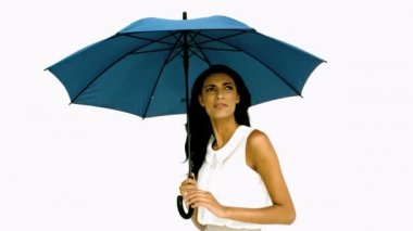 Pretty woman under blue umbrella cowering with fear — Stock Video