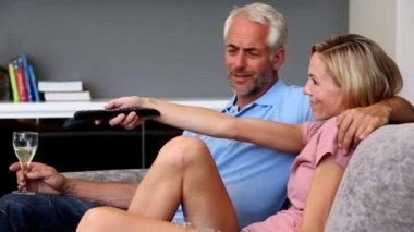 Mature couple watching television in the living room — Stock Video