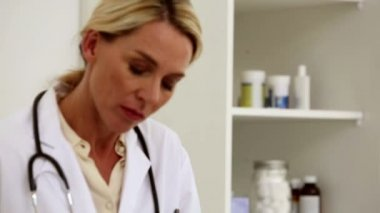 Doctor writing in her office — Stock Video
