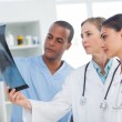 Medical team analysing an x-ray — Stock Photo