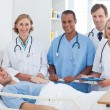 Medical team and patient smiling — Stockfoto